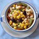 Ensalada templada multicolor de judías blancas