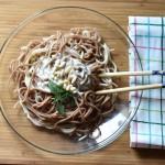 Espaguetis de centeno con salsa pesto vegana