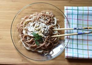 Espaguetis integrales al pesto vegano