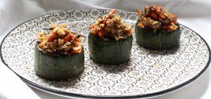 Calabacín relleno de wok de arroz
